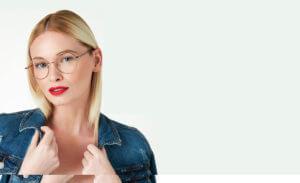 female model in Oscar de la Renta clear frame glasses